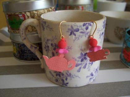 boucle d'oreille thé sur tasse